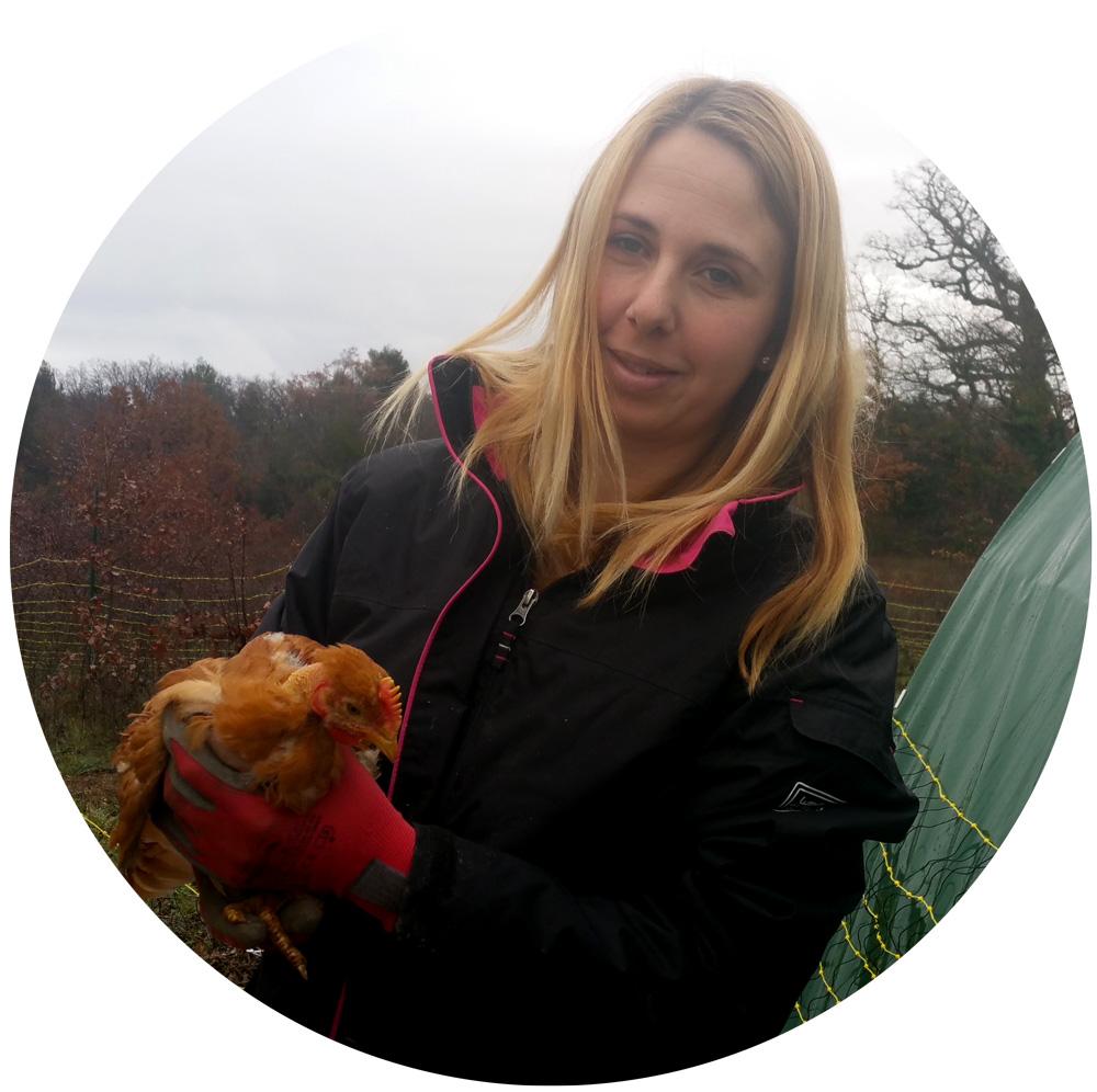 celine-reyre-avec-un-poulet